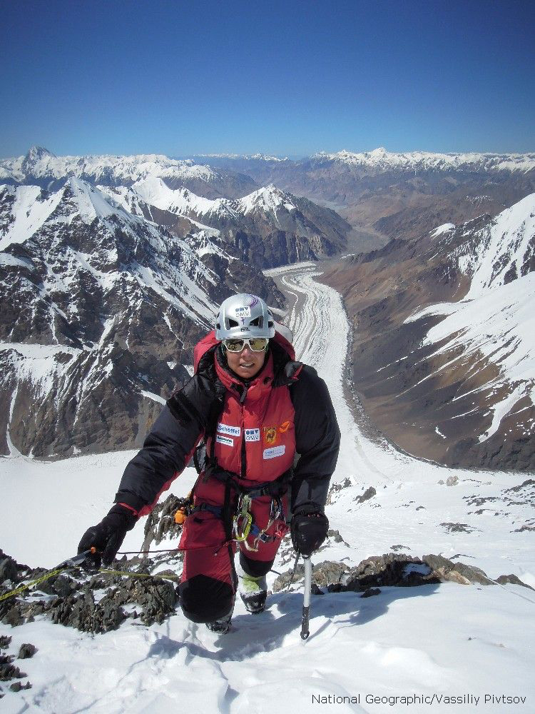 Gerlinde short bevor reaching Camp III - International K2 Expedition